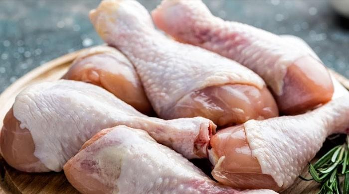 چکن کے استعمال سے کینسر کا خطرہ بڑھ جاتا ہے: تحقیق