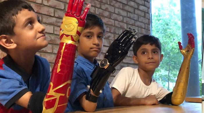 پاکستان میں معذوروں کیلئے مصنوعی روبوٹک ہاتھ تیار