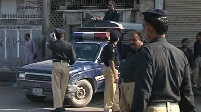 کراچی کے علاقے ناظم آباد میں فائرنگ، 2 ڈاکو ہلاک ایک اہلکار شہید