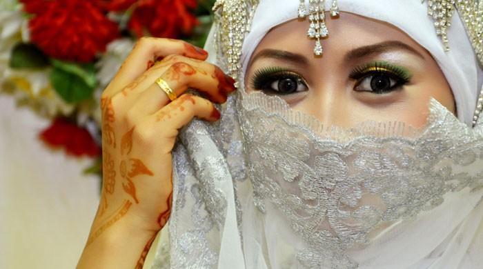 انڈونیشیا میں لڑکیوں کی شادی کی قانونی عمر 19 برس مقرر