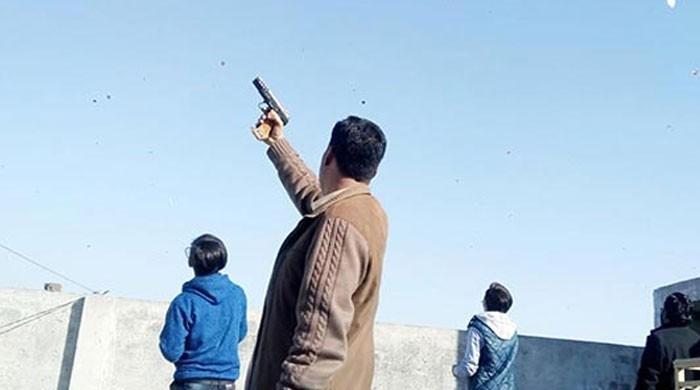 ہوائی فائرنگ کرکے پولیس کو چیلنج کرنے والا نوجوان گرفت میں آگیا