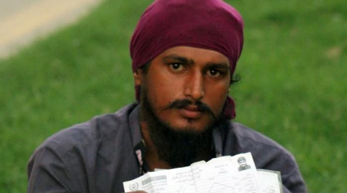 'شناختی کارڈ نہیں دیتے، پوچھتے ہیں تم ہندو تھے سِکھ کیوں بنے؟'