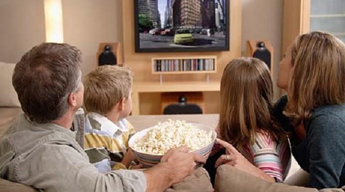 فلمیں دیکھنے کا شوق آپ کی خوبصورتی بگاڑ سکتا ہے: تحقیق