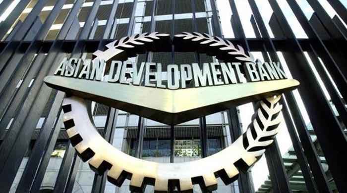 ایشیائی ترقیاتی بینک پاکستان کو رواں سال 2.7 ارب ڈالر قرض دے گا