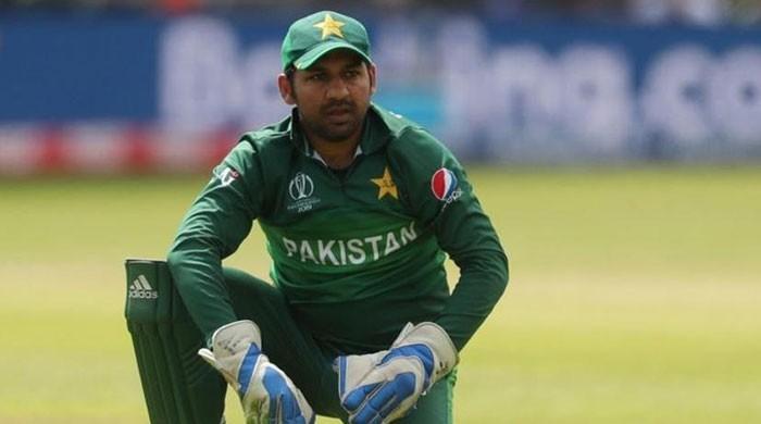 سرفراز احمد کو قومی ٹیم کی کپتانی سے ہٹانے کیلئے قرارداد جمع