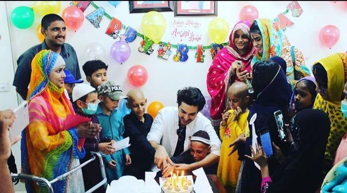 اداکار احسن خان نے سالگرہ کا دن کینسر کے ننھے مریضوں کے نام کر دیا