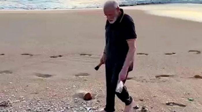 بھارتی وزیراعظم نریندر مودی کچرا چننے لگے