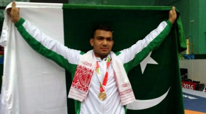 پاکستانی پہلوان انعام بٹ نے ورلڈ بیچ گیمز میں گولڈ میڈل جیت لیا