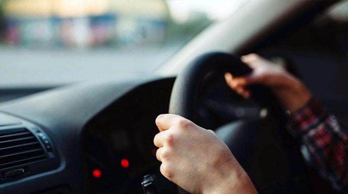 گاڑی چلاتے وقت اسٹیرنگ پکڑنے کا انداز کیا بتاتا ہے؟