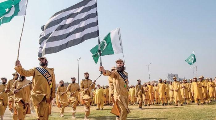 کے پی حکومت کا جے یو آئی کے 'باوردی' محافظ دستے کیخلاف کارروائی کا اعلان