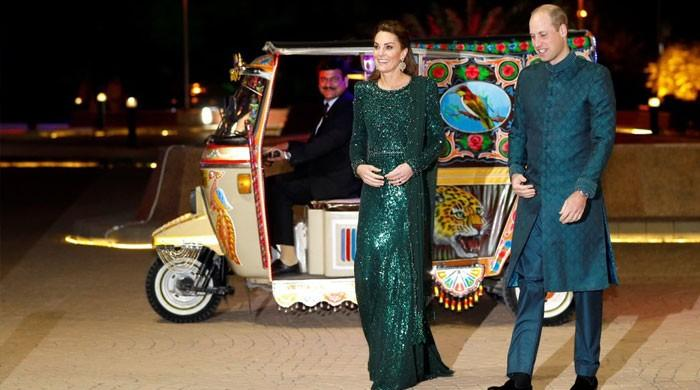 برطانوی شاہی جوڑے کی رکشہ میں یادگارِ پاکستان آمد
