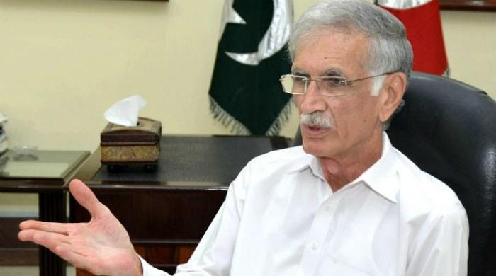مشترکہ دوستوں کے ذریعے مولانا فضل الرحمان کو پیغام بھجوایا ہے: پرویز خٹک