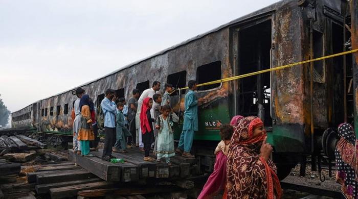 سانحہ تیز گام: تحقیقاتی رپورٹ پر ایکشن، ڈی ایس ملتان سمیت 6 افسران معطل