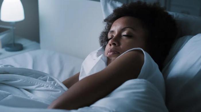 گہری نیند سونے سے تناؤ اور بے چینی کم ہوتی ہے: تحقیق
