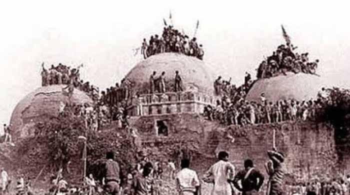 بابری مسجد کے تنازع  میں کب کیا ہوا؟