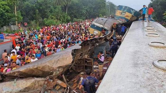 بنگلا دیش: 2 ٹرینوں میں تصادم، 16 افراد ہلاک اور  70 سے زائد زخمی ہوگئے