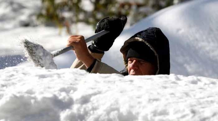 امریکا میں برفانی طوفان سے 6 افراد ہلاک ، 70 فیصد علاقوں میں نظام زندگی منجمد