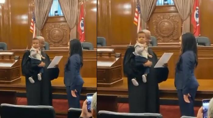 ویڈیو: خاتون وکیل سے حلف لیتے ہوئے جج کا انوکھا قدم