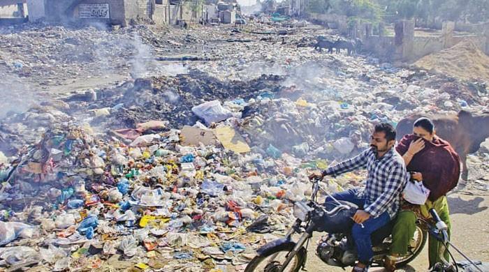 میگا سٹی کا میگا کچرا اور بےچارے عوام