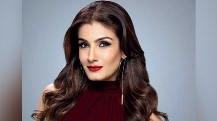 بالی ووڈ اداکارہ روینا ٹنڈن پاکستانی ہیرو کی تعریف کیے بغیر رہ نہ سکیں