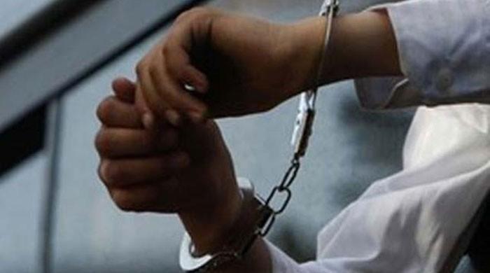 پابندی کے باوجود گٹکا بناکر فروخت کرنے والا پولیس اہلکار گرفتار