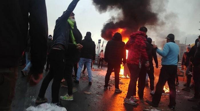 ایران میں پیٹرول کی قیمتوں میں اضافے کیخلاف احتجاج، ہلاکتیں 100 سے تجاوز