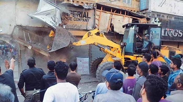کراچی میں تجاوزات کے خلاف آپریشن میں اچانک تیزی کیوں؟