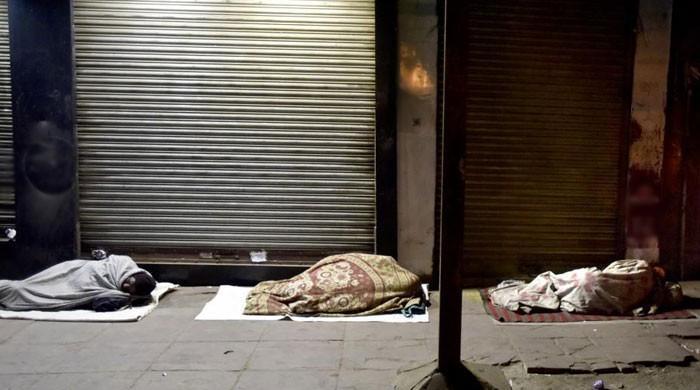 شیلٹر ہوم تیار لیکن افتتاح کیلئے وزیراعظم کا انتظار، بے گھر افراد باہر سونے پر مجبور
