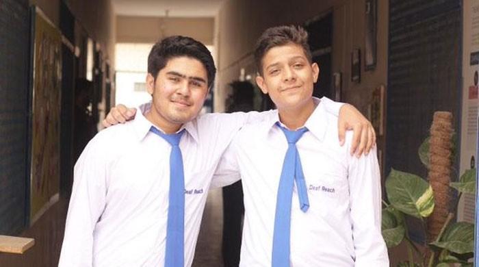 قوت سماعت سے محروم 2 پاکستانی بچوں نے امریکی اسکالر شپ حاصل کرکے تاریخ رقم کردی