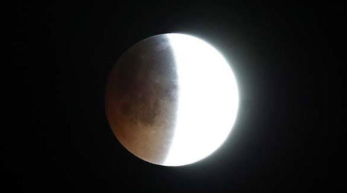 نئے سال کا پہلا مکمل چاند گرہن