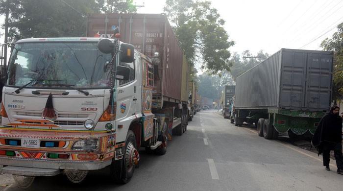 گڈز ٹرانسپورٹرز کی ہڑتال کا چھٹا روز، بندرگاہوں سے مال کی ترسیل بند