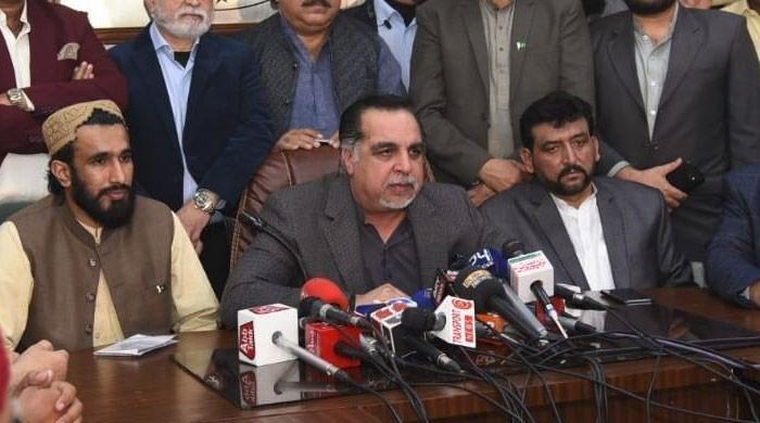گورنر سندھ سے مذاکرات کے بعد گڈز ٹرانسپورٹرز کا ہڑتال ختم کرنے کا اعلان