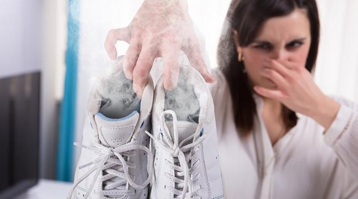 جوتوں سے آنے والی بدبو سے چھٹکارا پانے کا حل
