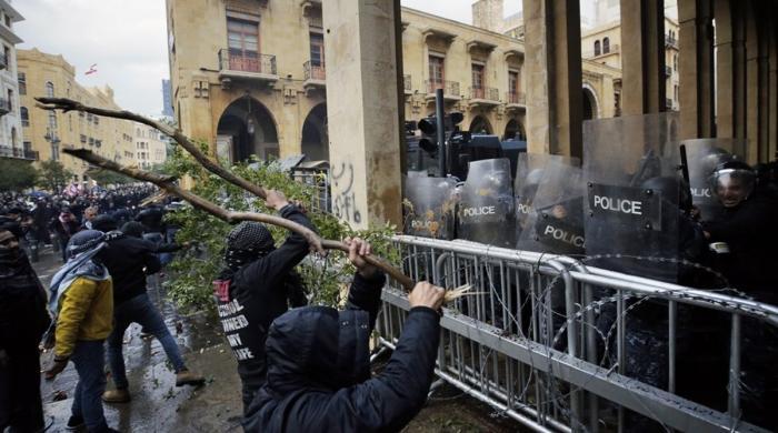 لبنان میں خراب معاشی صورتحال کیخلاف مظاہرے، جھڑپوں میں 200 سے زائد افراد زخمی