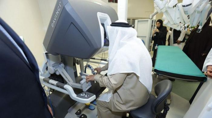 اب سرجری کے دوران ربورٹس سرجن کی مدد کریں گے