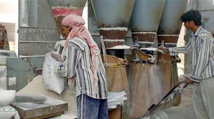 ملک میں آٹے کا بحران برقرار، 3 لاکھ میٹرک ٹن گندم برآمد کرنے کی منظوری