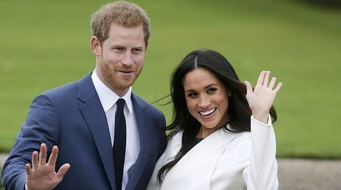 ہیری شاہی خاندان سے علیحدگی کے بعد اہلیہ اور بیٹے کے پاس کینیڈا پہنچ گئے