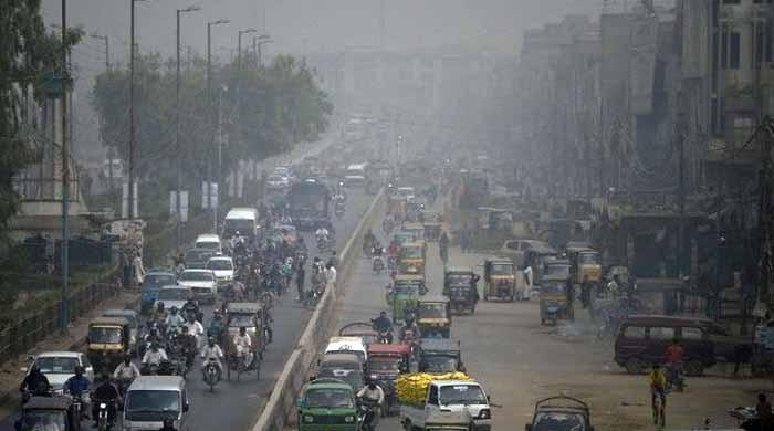 کراچی: گرد آلود ہواؤں سے فضا میں زہریلے ذرات کی مقدار بڑھ گئی