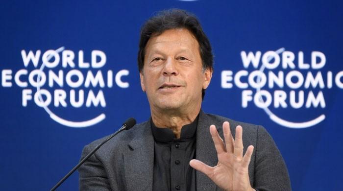 پرچی کے بغیر خطاب، عالمی اقتصادی فورم کے صدر بھی عمران خان کے معترف
