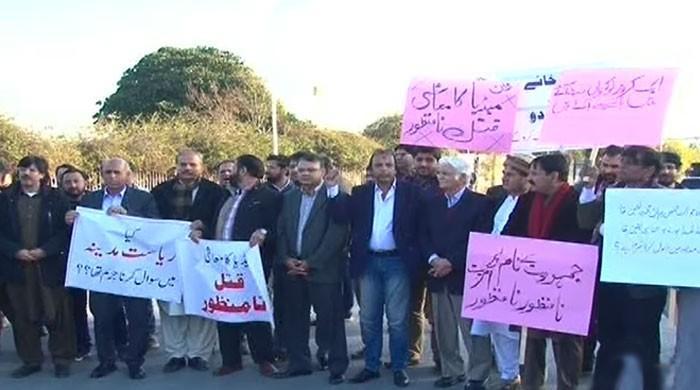 وفاقی حکومت کی بےحسی کیخلاف صحافیوں کا ڈی چوک پر احتجاج