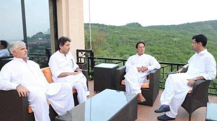 عمران خان، پی ٹی آئی اور سازشیں؟