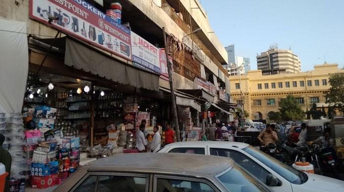 بولٹن مارکیٹ کے تاجروں نے دیر سے دکانیں کھولنے کی روایت توڑ ڈالی