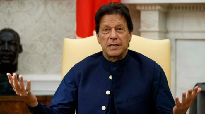 عمران خان! دو کشتیوں کا سوار