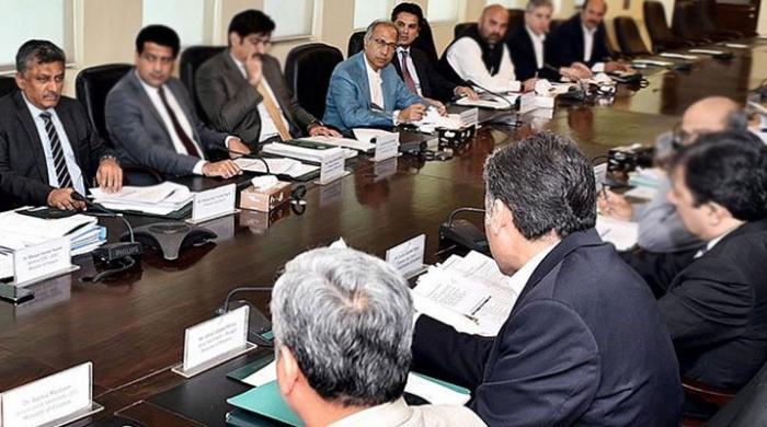 پاکستان کا آئی ایم ایف سے ٹیکس وصولی کے ہدف میں کمی کا مطالبہ