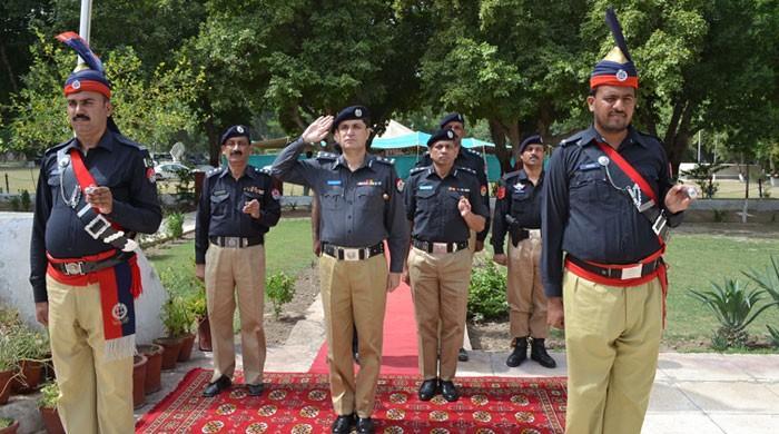 سندھ پولیس کے شہدا کو خراج تحسین