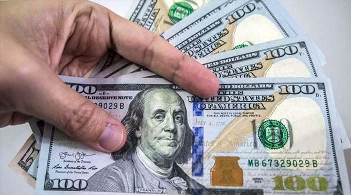 انٹربینک میں ڈالر 22 پیسے کم ہوکر 8 ماہ کی کم ترین سطح پر آگیا