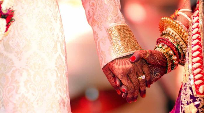 ویلنٹائن ڈے پر کالج کی طالبات نے پسند کی شادی نہ کرنے کا حلف اٹھالیا
