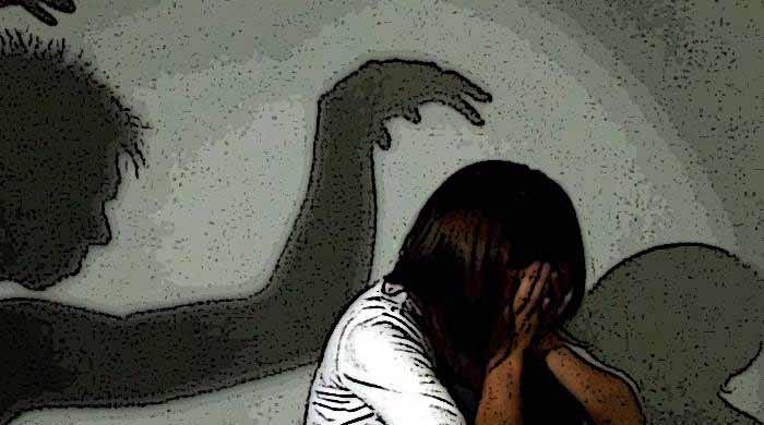 شوہر کیلیے تعویذ لینے آنے والی خاتون سے اجتماعی زیادتی