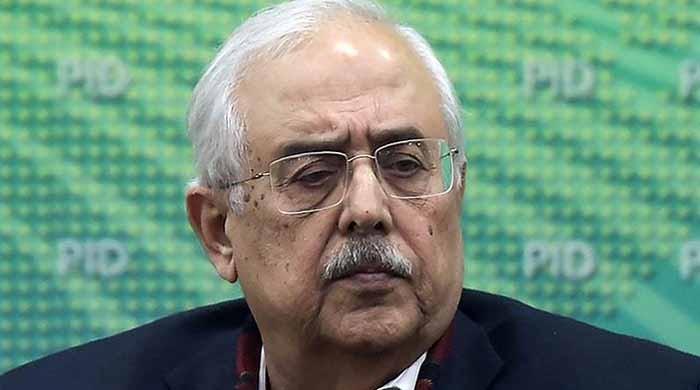 حکومت نے اٹارنی جنرل انور منصور سے استعفیٰ لے لیا