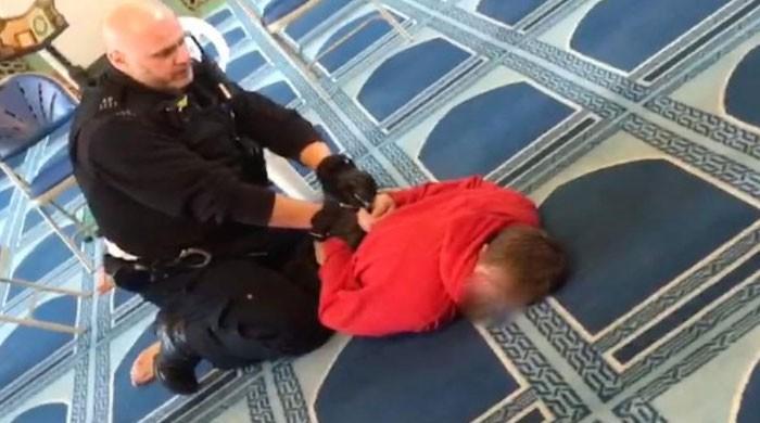لندن کی مسجد میں نماز کے دوران مؤذن پر چاقو سے حملہ